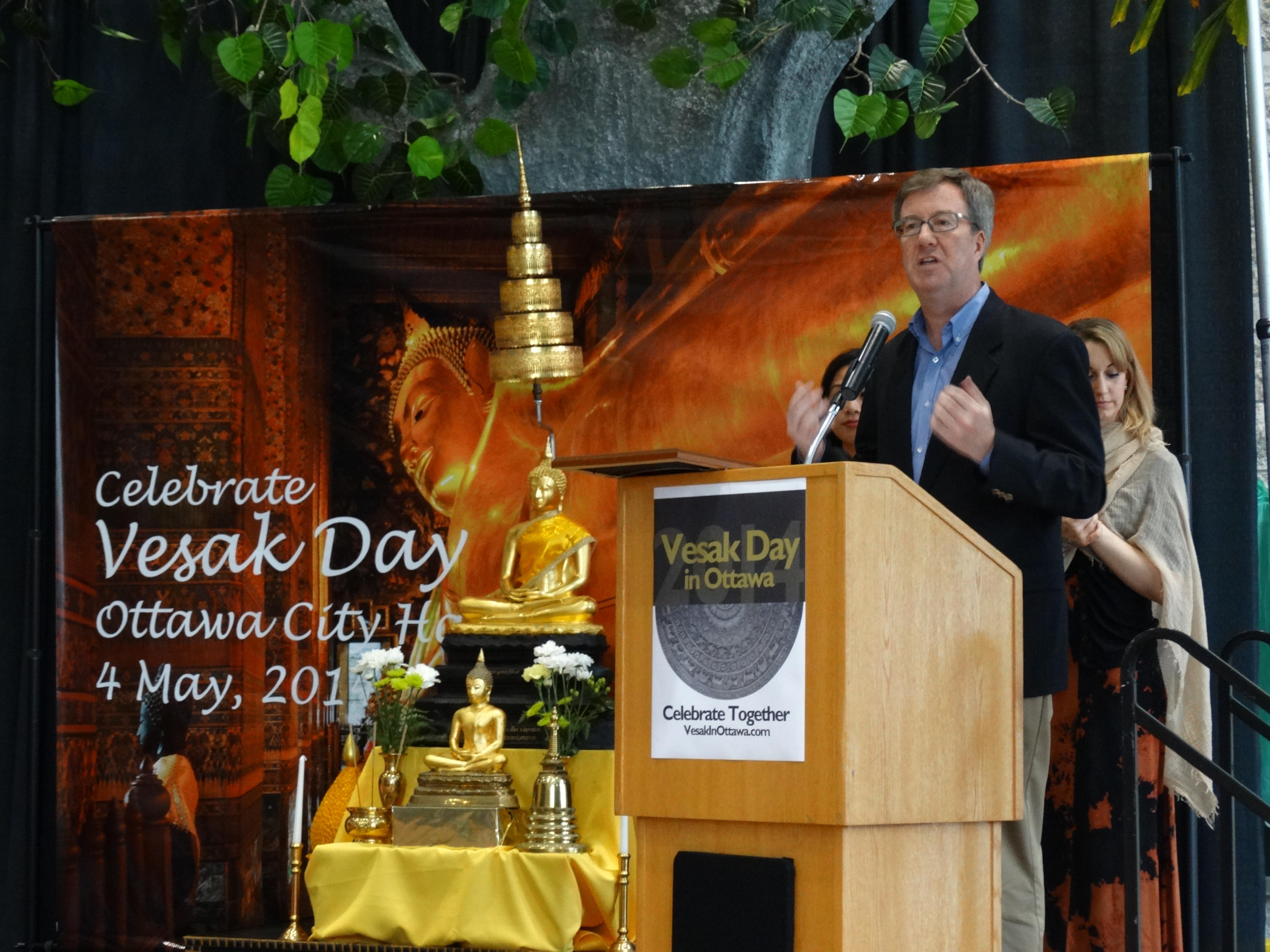 Wali Kota Ottawa Jim Watson memberikan kata sambutan pada perayaan Hari Vesak 2014 di Balai Kota ottawa, Kanada.